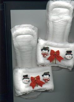 Gag gift/white elephant Maxi-Pad Slippers Craft: How to Make Slippers Using Maxi-Pads Redneck Christmas, Gag Gifts Christmas, Christmas Crafts, Christmas Ideas, Homemade Christmas, Merry Christmas, Christmas Parties, Christmas Pajamas, Christmas Morning