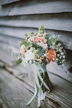 Christina & Peter: pastellene Landhochzeit zu Dritt SABRINA SCHINDZIELORZ http://www.hochzeitswahn.de/inspirationen/christina-peter-pastellene-landhochzeit-zu-dritt/ #wedding #inspo #pastell