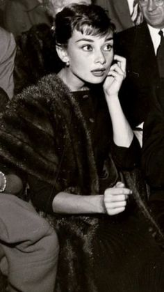 Golden Age Of Hollywood, Classic Hollywood, Old Hollywood, Audrey Hepburn Photos, Audrey Hepburn Style, Aesthetic Beauty, She Movie, Cute Girl Photo, Broadway