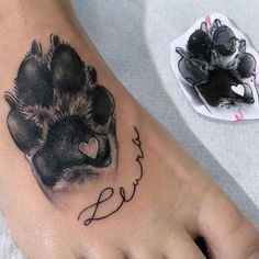 Ich mache das mit Mikas Pfotenabdruck Tattoo - tattoo style I do that with Mika's paw p Trendy Tattoos, Small Tattoos, Tattoos For Pets, Tattoos For Babies, Tattoos For Dog Lovers, Sexy Tattoos, Tattoo Pitbull, Puppy Tattoo, Tattoo Arm Frau