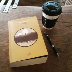 Dışarda yağmur ben kahve kitap. Throwback Tumblr xd Yüz senelik kalemim yine burda. #book #dune #coffee #rain #tumblr by ercanert