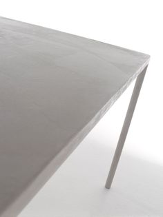 Robin Table | table . Tisch |  MDF Italia Cement |