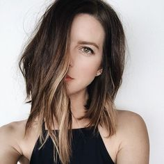 Looking to take your locks lighter and brighter for summer? Then, you've come to the right place, because Los Angeles has a serious obsession with highlights. Perhaps it's because our city is perpetua