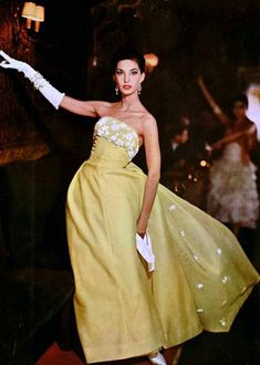 Dress by Jean Patou 1958 fashion style yellow gown long skirt strapless white flowers color photo print ad model magazine Vintage Fashion 1950s, Fifties Fashion, Vintage Gowns, Vintage Couture, Mode Vintage, Retro Fashion, Vintage Outfits, Fifties Style, Vintage Hats