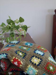 Manta tejida a crochet. Crochet blanket, granny square. Quilts