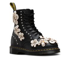 Dr martens 1460 pascal flower in 2020 Dr Martens 1460, Doc Martens Stiefel, Doc Martens Boots, Dr Martens Floral Boots, Cute Boots, Lace Up Boots, Black Boots, Oxfords, Shoes Heels Boots