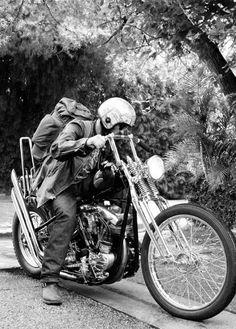 Nada que uma moto e uma estrada não resolva...
