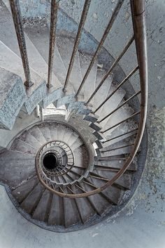 valscrapbook:  This is a very circular staircase by 55Laney69 on Flickr.