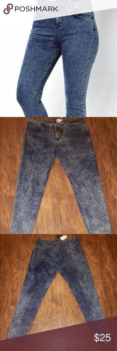 ASOS Ridley Skinny Jean ASOS Ridley Skinny Jean in Acid Wash. Never worn! ASOS Curve Jeans Skinny