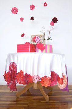 Hermoso! Mantel con borde de flores en crochet - colorful crochet tablecloth