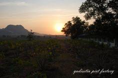 Gunung Kapur Palimanan, tambang Indosemen pagi hari.