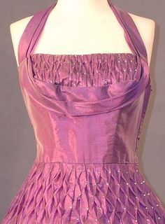Closer view of bodice and waist of vintage dress. love this maybe in navy