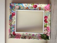 Marco en decoupage Decoupage, Diy Wall Decor For Bedroom, Mirror Painting, Diy Wallpaper, Diy Mirror, Craft Items, Painted Furniture, Picture Frames, Gallery Wall