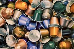 Need some recycling and reuse examples? Find out how to reuse household items and avoid the landfill with these recycling ideas. Plastic Food Containers, Recycling Containers, Glass Containers, Latte Macchiato, Chocolate Cadbury, Capsule Cafe Nespresso, Single Serve Coffee, Homemade Cleaning Products, Glass Water Bottle
