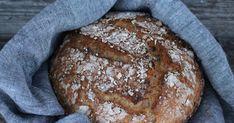 Meillä oli eilen leipä loppu enkä jaksanut lähteä kauppaan, joten tein itse. Tämä ohje on helppo ja nopea. Ja... Bread, Food, Brot, Essen, Baking, Meals, Breads, Buns, Yemek
