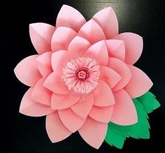 Flor de papel hecha con cartulina o cardstock Lily, Floral, Flowers, Jewelry, Paper Flower Tutorial, Paper Envelopes, Colors, Jewlery, Jewerly