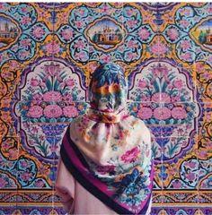 iran hijab U. Iranian Women, Iranian Art, Iranian Beauty, Iran Girls, Shiraz Iran, Persian Architecture, Portrait Studio, Persian Girls, Persian People