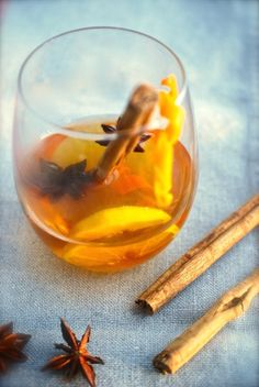 There is always a good time for a great cup of tea. Orange Tea, Tea Infuser, Tea Party, Christmas Holidays, Vegetarian Recipes, Alcoholic Drinks, Tea Cups, Spices, Healthy