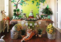Festa safári: 40 ideias irresistíveis para você fazer a sua! Cupcakes Decorados, Safari Animals, First Birthdays, Table Decorations, Christmas Ornaments, Holiday Decor, Home Decor, Fox, Party Ideas
