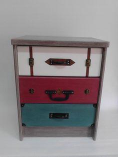 Mesita  renovada imitando maletas antiguas.