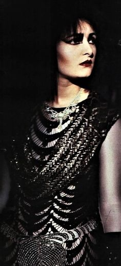 Siouxsie Sioux wearing an Assuit shawl.