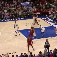 Benny out here doing some LeBron shenanigans  . . . #nba #basketball #sports #nbahighlights #highlights #sportshighlights #sixers #philly #philedelphia #76ers #bensimmons #simmons #lebron #wow # #video #dunk #crossover