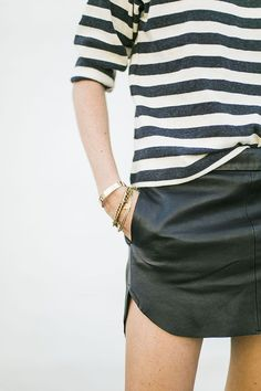 Tapered casual leather skirt.