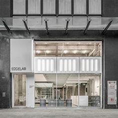站 酷(zcool) retail facade, commercial architecture, interior architecture Architecture Design, Canopy Architecture, Facade Design, Architecture Models, Minimalist Architecture, Facade Lighting, Exterior Lighting, Film Cars, Retail Facade