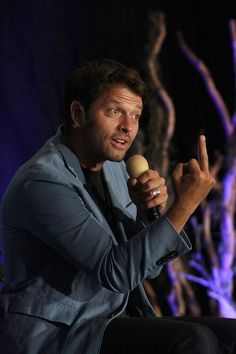 Misha Collins, everyone. Aka my obsession. I mean crush on an adorable 41 year old man and still believe there is a chance.I mean the wonderfully talented man who plays Castiel in Supernatural. Supernatural Pictures, Supernatural Wallpaper, Supernatural Memes, Castiel, Supernatural Convention, Super Natural, Jared Padalecki, Martin Freeman, Misha Collins