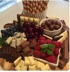 Party Food Platters, Party Trays, Food Trays, Cheese Platters, Party Snacks, Appetizers For Party, Appetizer Recipes, Sleepover Food, Dessert Platter