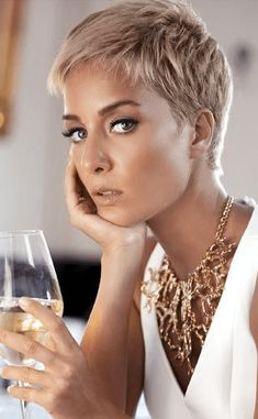 68 Best Stunning Pixie Short Hairstyle 💖 For Stylish Ladies Love To Try For Fall And Winter 👩 - Pixie Haircut 03 💕𝕴𝖋 𝖀 𝕷𝖎𝖐𝖊, 𝕵𝖚𝖘𝖙 𝕱𝖔𝖑𝖑𝖔𝖜 𝖀𝖘!💕 💕 💕 💕 💕 💕 💕 💕 💕 💕Everythings about pixie short hairstyles for women! Pixie Haircut For Thick Hair, Bob Hairstyles For Fine Hair, Short Hairstyles For Women, Pixie Haircut Styles, Pixie Hairstyles, Blonde Pixie Haircut, Cute Pixie Haircuts, Short Blonde Pixie, Pixie Styles
