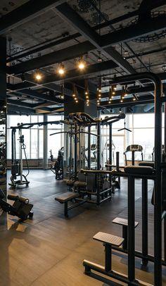 Palestra fitness club (full project) on behance gym design i Fitness Club, Fitness Gym, Fitness Workouts, Fitness Shirts, College Fitness, Sport Studio, Dream Gym, Gym Lighting, Lighting Design