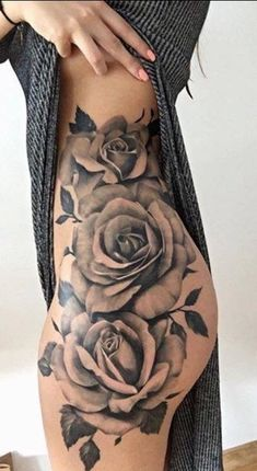 Are you looking for you tattoo designs? Miami Ink Tattoo Designs was founded back in 2009 and has over 500 active members. Trendy Tattoos, Unique Tattoos, Beautiful Tattoos, Amazing Tattoos, Intim Tattoo, Rosen Tattoo Frau, Tattoo Schulter Frau, Pieces Tattoo, Geniale Tattoos