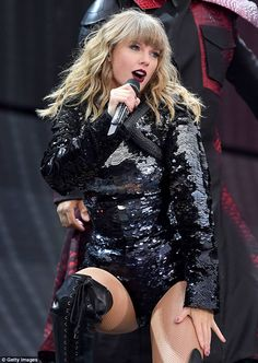 Taylor Swift stuns with sequinned looks at delivers stellar show Estilo Taylor Swift, Long Live Taylor Swift, Taylor Swift Concert, Taylor Swift Hot, Taylor Swift Style, Taylor Swift Pictures, Lady Gaga, Katy Perry, Taylor Swift Wallpaper
