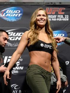 A Visual History of Ronda Rousey Gorgeous Ladies Of Wrestling, Ronda Jean Rousey, Ufc Women, Sexy Women, Rowdy Ronda, Hottest Female Celebrities, Beautiful Celebrities, Tough Girl, Sports Photos