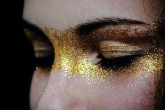 Dare to Sparkle – Alternative Bridal Makeup for a Festival Bride