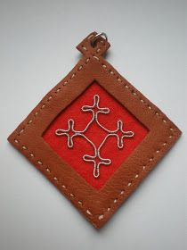 DuodjiS: Anheng med tinntrådsbroderi #1 Embroidery, Christmas Ornaments, Holiday Decor, Tin, Bracelets, Home Decor, Kunst, Needlepoint, Decoration Home