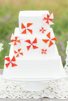 Red and white pinwheel cake | Just Crumbs | Erin Lindsey Images #wedding