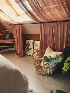 Dream Bedroom, Home Bedroom, Bedrooms, Student Room, House Plants Decor, Home Room Design, Little Girl Rooms, New Room, Room Inspiration