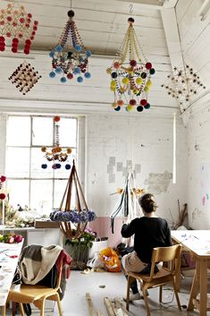 My name is Karolina and I am a pajaki maker. Pajaki are traditional Polish chandeliers made of rye straw and paper. My studio in Hackney Wick, where I run my workshops. Diy Projects To Try, Craft Projects, Paper Chandelier, Diy And Crafts, Crafts For Kids, Pom Pom Crafts, Modern Sculpture, Metal Sculptures, Abstract Sculpture