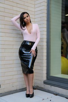www.streetstylecity.blogspot.com Fashion inspired by the people in the street ootd look outfit sexy heels legs woman girl patent leather pvc vinyl latex skirt pencilskirt lak lack laquer