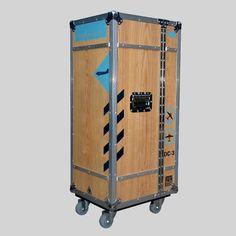 MultiCase Wood Tempelhof, Flugzeugtrolley Design bei fabrikschick.de #flightCase, #Design, #HomeDecor, #IndustrialStyle, #Flugzeugkoffer, #Rollcontainer, #Schrankkoffer