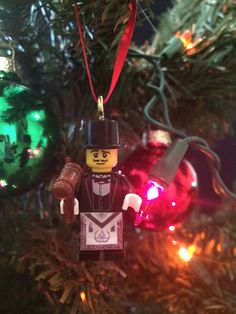 Lego Freemason Christmas Ornament - complete with a gavel. Apron is made of paper. Great stocking stuffer for any Freemason. It has a small brass hook