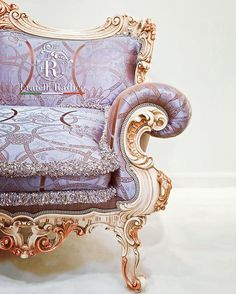 Un dettaglio perfetto! 📷Photo by Maurizio Tosto Luxury Italian Furniture, Baroque Fashion, Italian Style, Wingback Chair, Pink And Gold, Bespoke, Luxury Homes, Accent Chairs, Italy