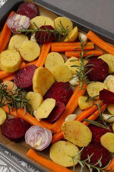 Egy finom Tepsis krumpli céklával és répával ebédre vagy vacsorára? Tepsis krumpli céklával és répával Receptek a Mindmegette.hu Recept gyűjteményében! Fruit Recipes, Vegetable Recipes, Vegetarian Recipes, Cooking Recipes, Healthy Recipes, Healthy Fruits, Healthy Snacks, Junk Food Snacks, Clean Eating