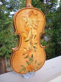 Absolutely gorgeous violin with rose design inlaid into the wood of the back. Violin Instrument, Violin Art, Violin Music, Cellos, Pinstriping, Violin Makers, Electric Violin, Rose Design, Playing Guitar