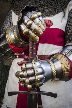 Knight Sword, Knight Art, Medieval Armor, Medieval Fantasy, Knight Tattoo, Crusader Knight, Christian Warrior, Armadura Medieval, Vigan