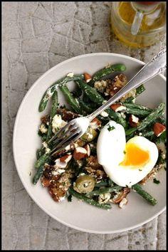 Salade de haricots verts, chèvres frais, et oeufs mollets