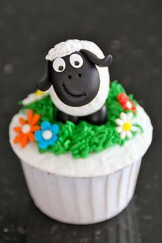 Celebrate with Cake! Lamb Cupcakes, Sheep Cupcakes, Beach Cupcakes, Pretty Cupcakes, Baking Cupcakes, Cupcake Cookies, Shaun The Sheep Cake, Animal Cakes, Fondant Decorations