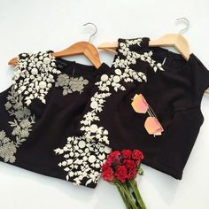 Work Blouse: Black Base Of Blouse and embroidery with the white resham thread. Desgine only one side is great idea for making it beautiful. Sari Design, Hand Embroidery Dress, White Embroidery, Saree Blouse Neck Designs, Blouse Patterns, Stylish Blouse Design, Indian Blouse, Indian Wear, Stylish Sarees